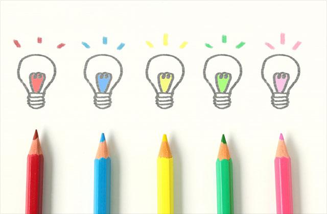 電球と色鉛筆